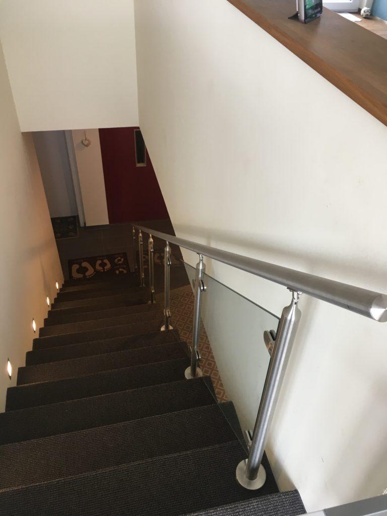 Edelstahl Treppengeländer mit Glasfüllung